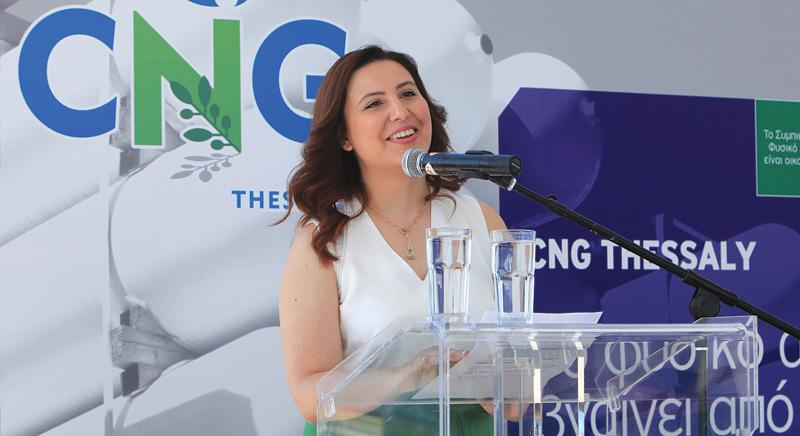 H κα Σούρλα μια εκ των 3 ιδρυτών της CNG Thessaly στο βήμα