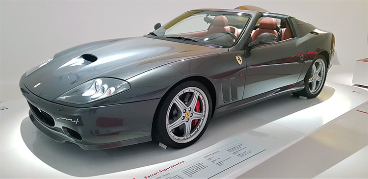 <strong><em>Superamerica με κινητήρα V12, 5.7 lit 540 hp στις 7.250 rpm και τελική ταχύτητα 320 km/h</em></strong>