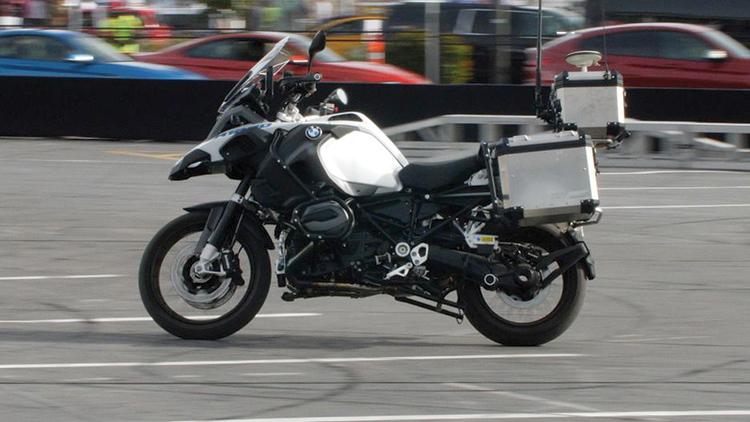 BMW αυτο-οδηγούμενη μοτοσικλέτα χωρίς αναβάτη